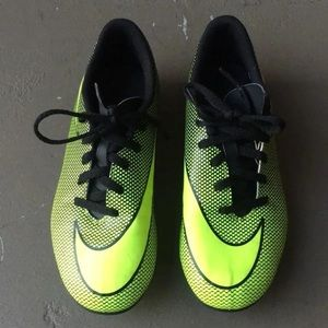 Nike Kids Mercurial soccer shoes size 10C